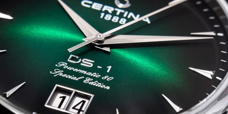 Certina DS-1 Big Date Powermatic 80: Smaragdová oslava DS Konceptu